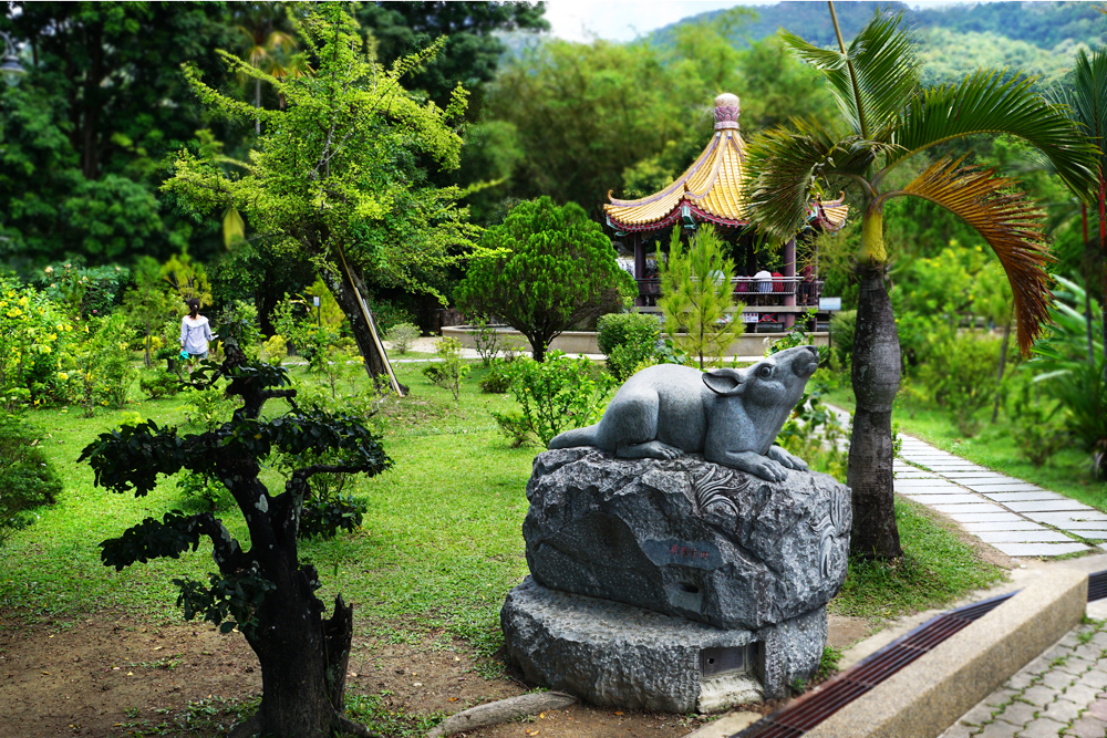 Near the fish pond are located 12 animal statues that represent the Chinese zodiac.